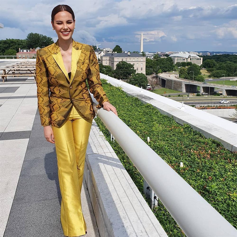 Hết vía với thời trang đã lôi thôi còn sến sẩm, tố cáo hình thể kém hoàn hảo của Hoa hậu Hoàn vũ 2018-12