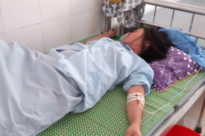 Tạm đình chỉ kíp trực vụ bé sơ sinh bị kéo đứt cổ-1