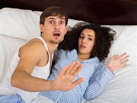 Bạn trai vắng nhà, cô gái quyến rũ chồng hàng xóm và cái kết đắng