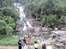 Lật xe khách ở Quảng Ninh, 21 khách du lịch gặp nạn