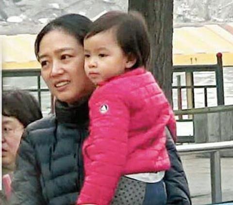 Lưu Đức Hoa gây tranh cãi khi cho con gái ăn chay từ lúc chào đời-1