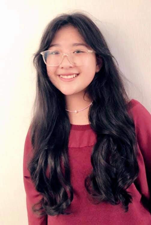 Con gái 15 tuổi của MC Quyền Linh trổ tài làm tóc cho bạn, bất ngờ nhất chính là phản ứng từ nghệ sĩ Hồng Vân-3