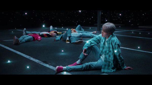 BTS ra mắt MV tiếng Nhật Lights: Những thước phim kỉ niệm chợt cùng nhau ùa về-2