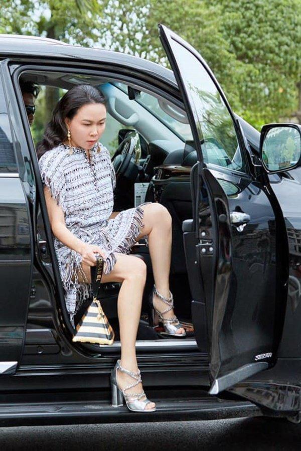 Quá mê Phượng Chanel, Quách Ngọc Ngoan tuyên bố: Cô ấy chưa bao giờ mặc xấu-2