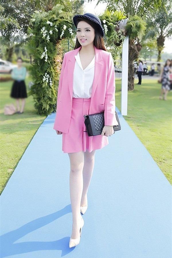 Phượng Chanel - Đoan Trang cứ mặc màu hồng là dân tình lại la ó-5