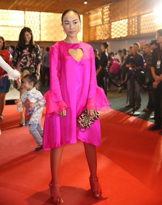 Phượng Chanel - Đoan Trang cứ mặc màu hồng là dân tình lại la ó-11