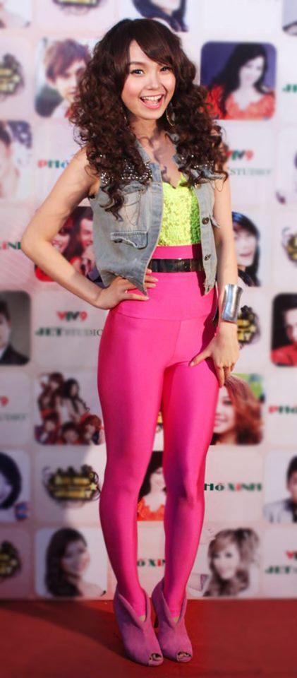 Phượng Chanel - Đoan Trang cứ mặc màu hồng là dân tình lại la ó-13