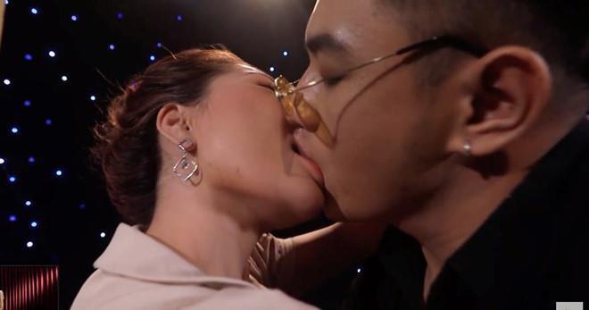 Đạo diễn nói gì về cảnh hôn gợi dục ở Lựa chọn của trái tim trên VTV?-1