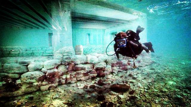 72 ngôi nhà bí ẩn dưới lòng biển sâu Trung Quốc-1