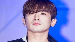 Thành viên nhóm nhạc huyền thoại Shinhwa bị tố quấy rối tình dục