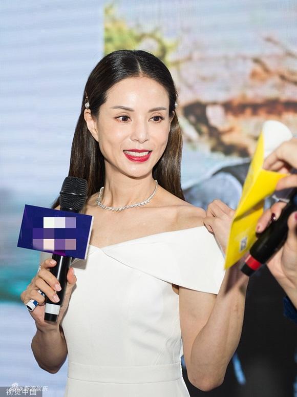 U50 Cô Cô Lý Nhược Đồng khiến fan loạn nhịp trước vẻ đẹp lão hóa ngược khác hẳn loạt ảnh nhăn nheo trước đó-1