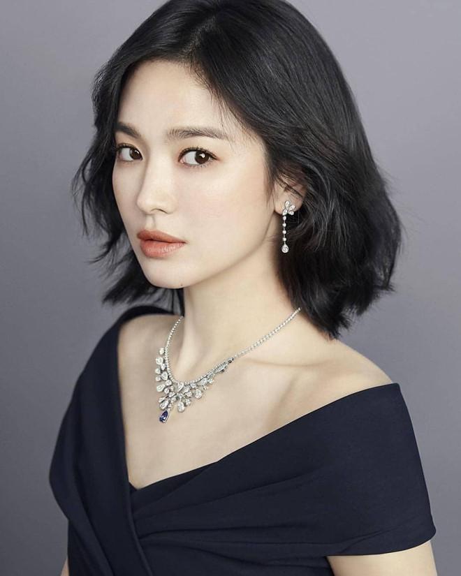 Anh trai Song Joong Ki ám chỉ Song Hye Kyo lấy tay che trời-2
