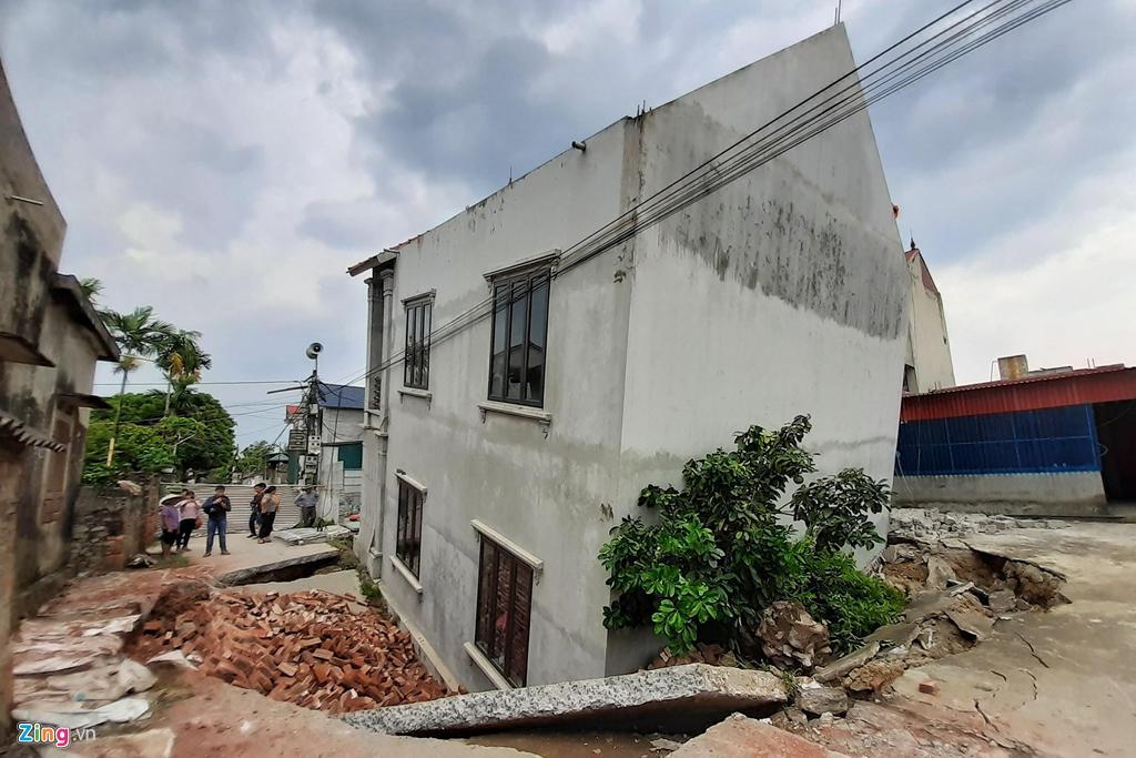 Hố tử thần nuốt căn nhà 2 tầng ở Hà Nội-2