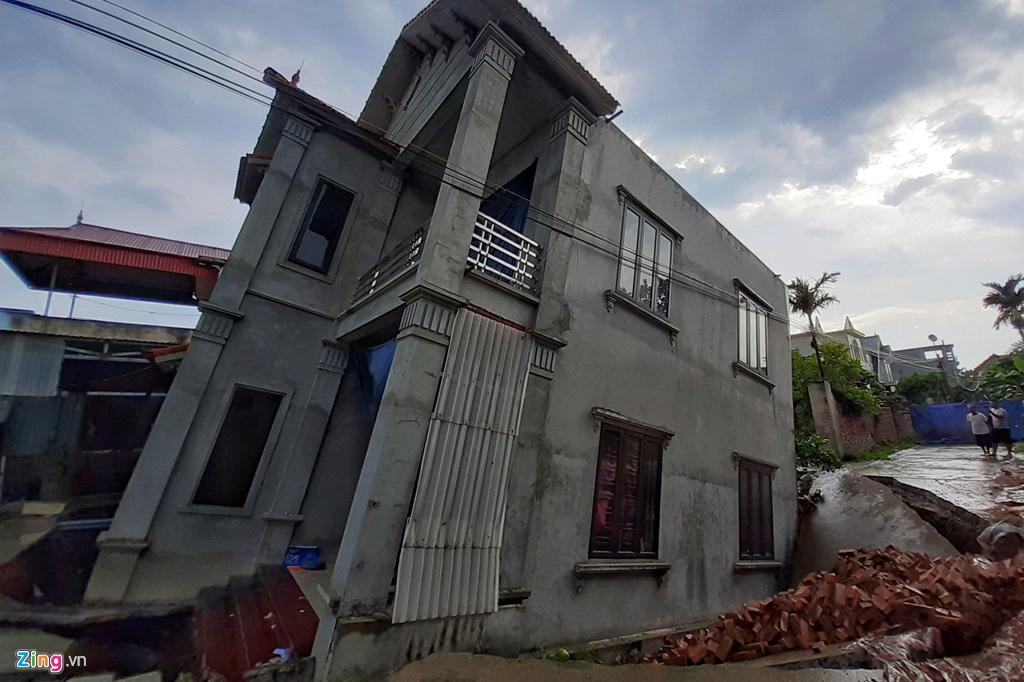 Hố tử thần nuốt căn nhà 2 tầng ở Hà Nội-3