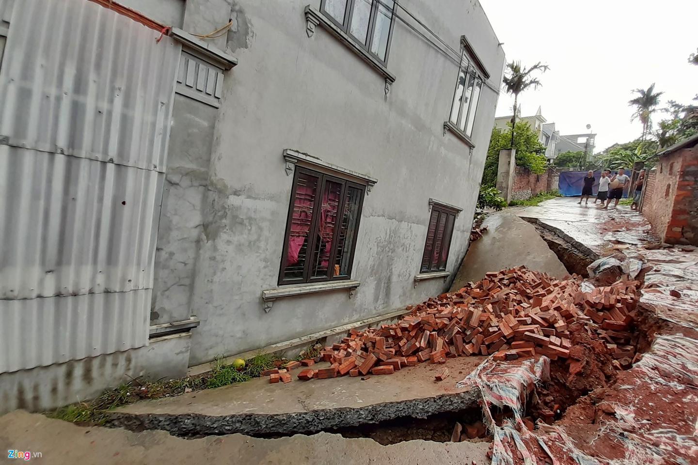 Hố tử thần nuốt căn nhà 2 tầng ở Hà Nội-8