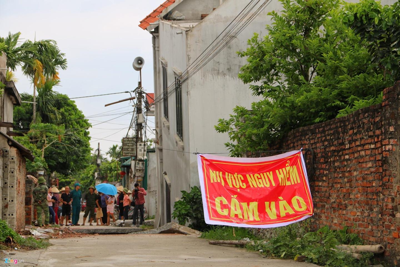 Hố tử thần nuốt căn nhà 2 tầng ở Hà Nội-9