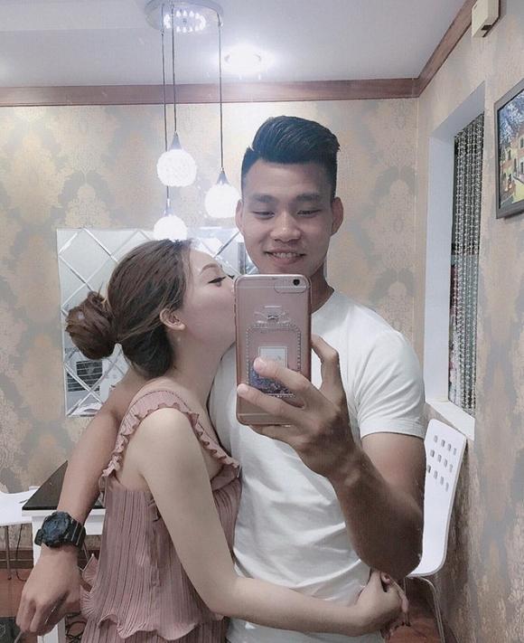 Bạn gái Vũ Văn Thanh khoe vòng 1 căng mọng, xứng danh top đầu trong dàn Wags tuyển thủ Việt-8