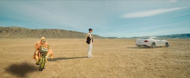 Kém gì BB Trần, Hải Triều cũng đua đòi diện áo bà ba xuất hiện trong MV của Sơn Tùng rồi này-3