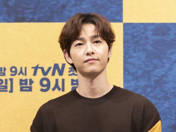 Song Joong Ki lập tức quay phim mới sau khi ly hôn, Knet cổ vũ: Quên người phụ nữ tồi kia đi!-4