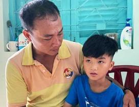 Cuộc đoàn tụ chóng vánh của cậu bé 8 tuổi với cha sau 4 tháng mất tích