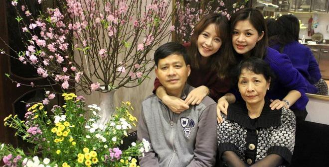 Tay xách nách mang hai con nhưng nhan sắc chị gái Chi Pu vẫn thuộc hàng cực phẩm-3