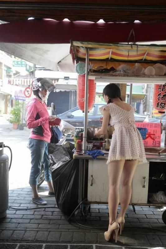 Sự thật ngã ngửa về cô gái mặc váy ngắn sexy bán mì khiến khách hàng đến ăn tận 5 bát 1 lần-2