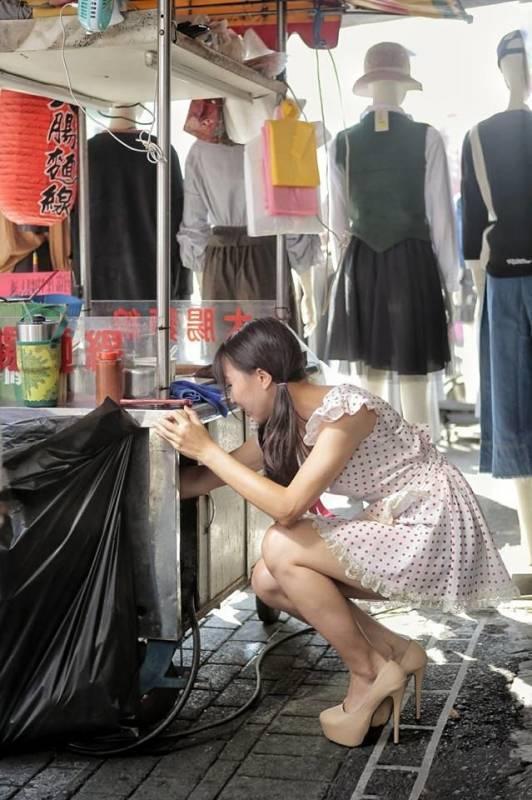 Sự thật ngã ngửa về cô gái mặc váy ngắn sexy bán mì khiến khách hàng đến ăn tận 5 bát 1 lần-4