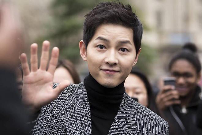Song Joong Ki miệt mài làm việc trước và sau ly hôn Song Hye Kyo-1