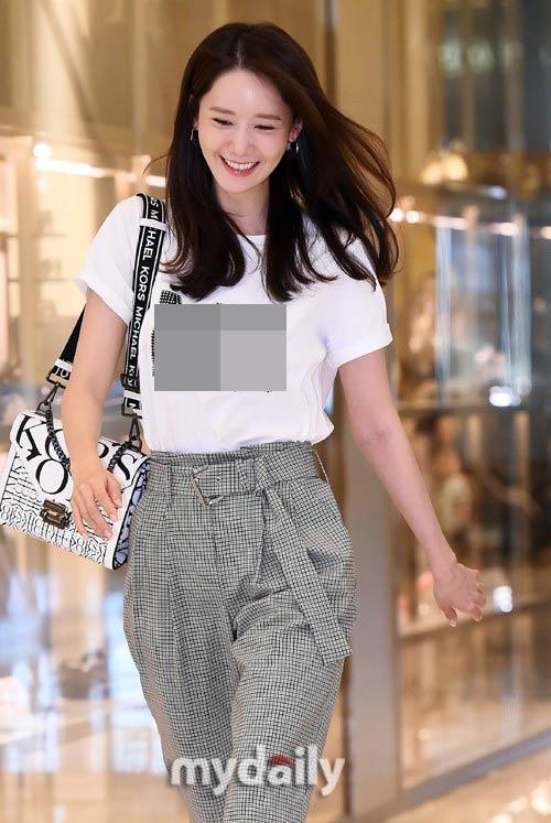 Giàu nứt đố đổ vách nhưng Yoona vẫn mê mẩn đôi giày cao gót rách sờn cả đế-4
