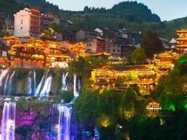 Cổ trấn 2.000 năm treo trên dòng thác, đẹp như tiên cảnh ở Trung Quốc