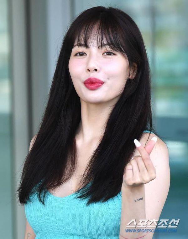 Nữ hoàng gợi cảm HyunA dính nghi vấn bơm môi khi xuất hiện với đôi môi xúc xích to mọng-2