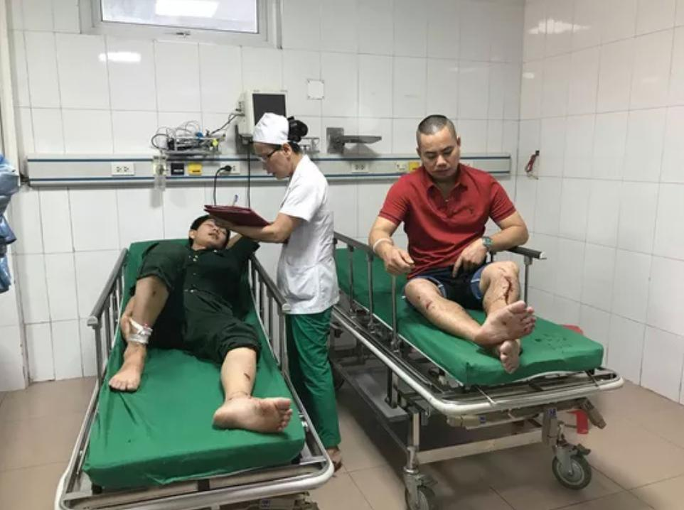Xe khách tông xe container 15 người thương vong: Sau tiếng rầm thấy la liệt người bị thương-2