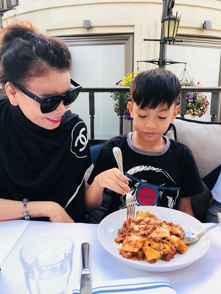 Hồ Ngọc Hà sánh đôi Kim Lý đưa gia đình khám phá xứ sở cờ hoa-2