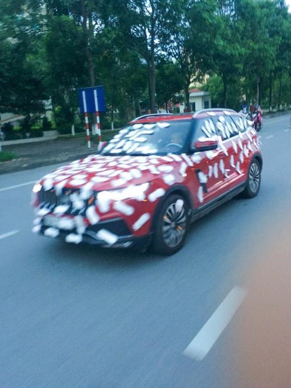 Thánh chửi Dương Minh Tuyền bị chửi sấp mặt vì dán băng vệ sinh kín ô tô rồi cho xe chạy khắp phố-4