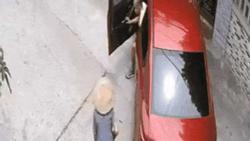 Giữa trưa nắng gắt, cụ bà 90 tuổi đi nhờ ô tô và câu nói của tài xế khiến nhiều người giật mình