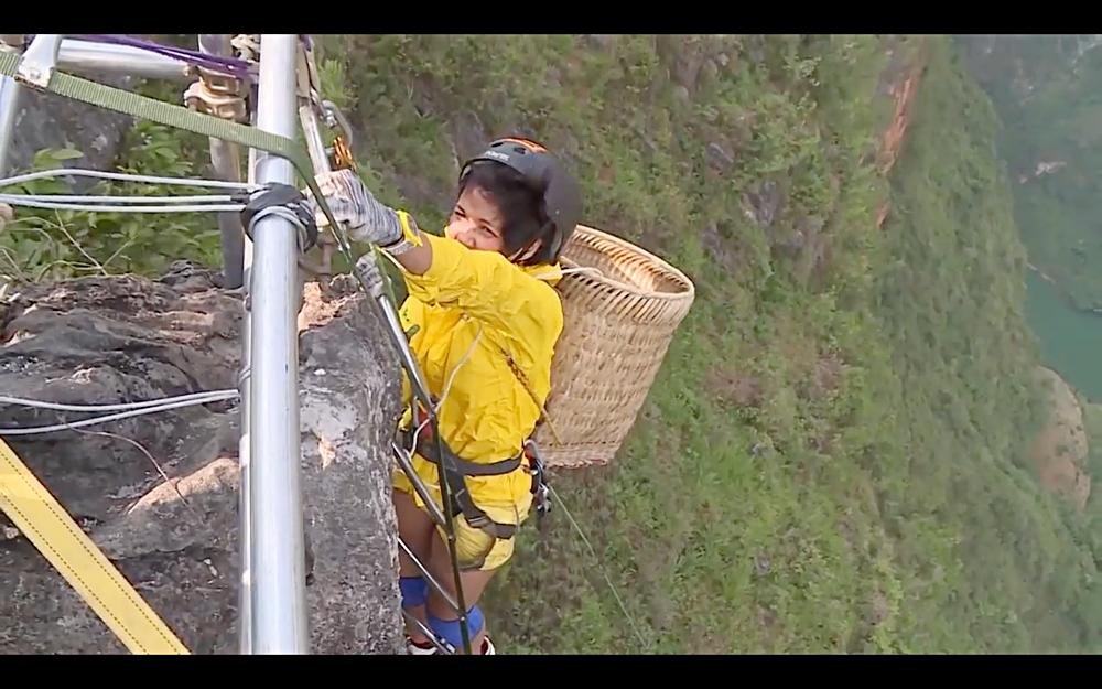 Nhìn HHen Niê cực nhọc leo thang dây, Minh Triệu hối hận khi để Kỳ Duyên thực hiện thử thách quá khó-3