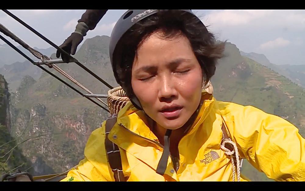Nhìn HHen Niê cực nhọc leo thang dây, Minh Triệu hối hận khi để Kỳ Duyên thực hiện thử thách quá khó-4