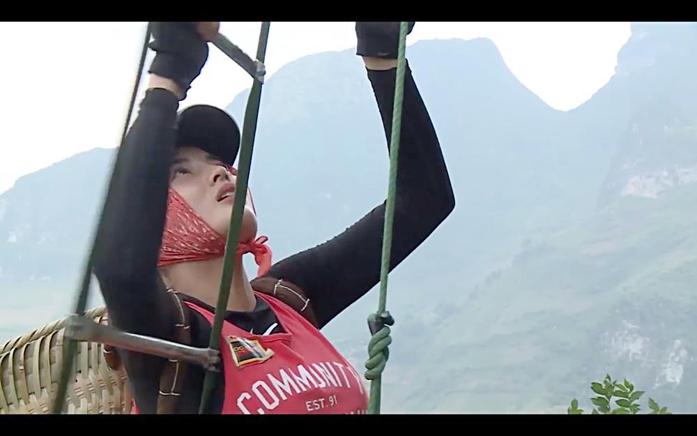 Nhìn HHen Niê cực nhọc leo thang dây, Minh Triệu hối hận khi để Kỳ Duyên thực hiện thử thách quá khó-5