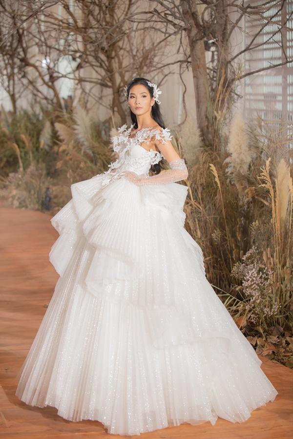 Hoàng Thùy mặc váy cưới làm cô dâu gợi cảm-2
