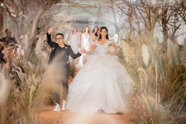 Hoàng Thùy mặc váy cưới làm cô dâu gợi cảm-4