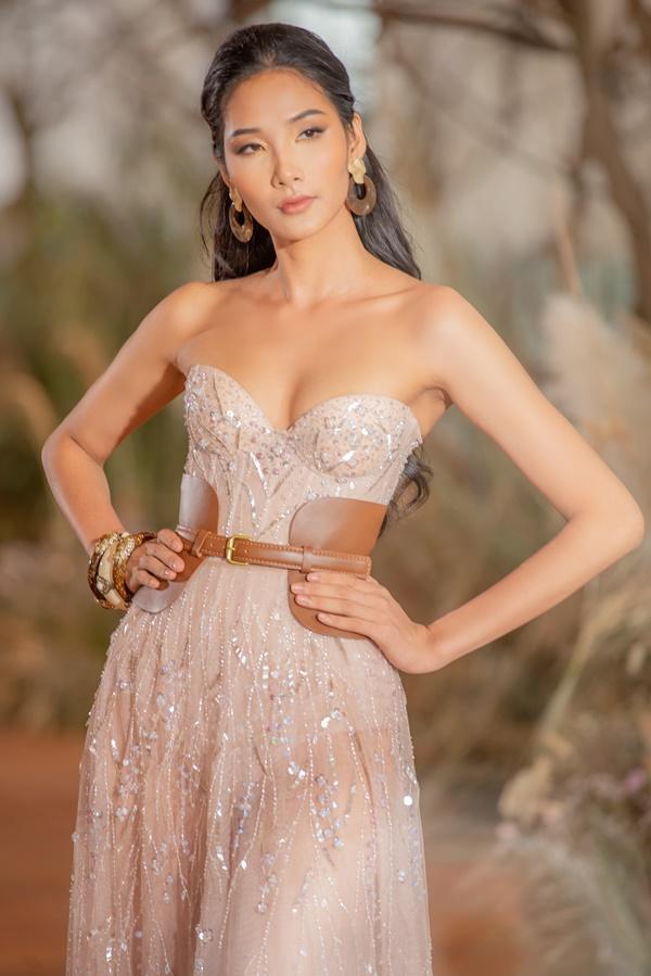 Hoàng Thùy mặc váy cưới làm cô dâu gợi cảm-6
