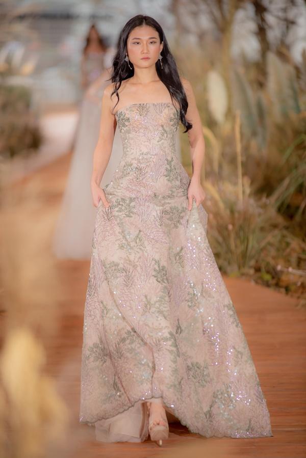 Hoàng Thùy mặc váy cưới làm cô dâu gợi cảm-10