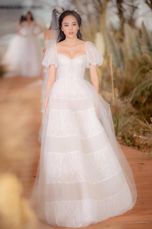 Hoàng Thùy mặc váy cưới làm cô dâu gợi cảm-12