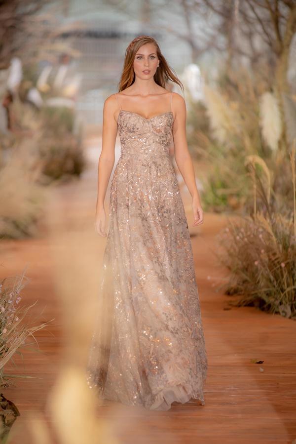 Hoàng Thùy mặc váy cưới làm cô dâu gợi cảm-14