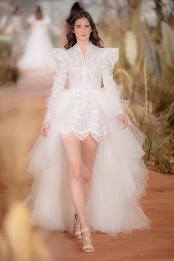 Hoàng Thùy mặc váy cưới làm cô dâu gợi cảm-15