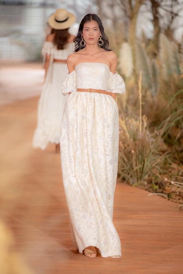 Hoàng Thùy mặc váy cưới làm cô dâu gợi cảm-24