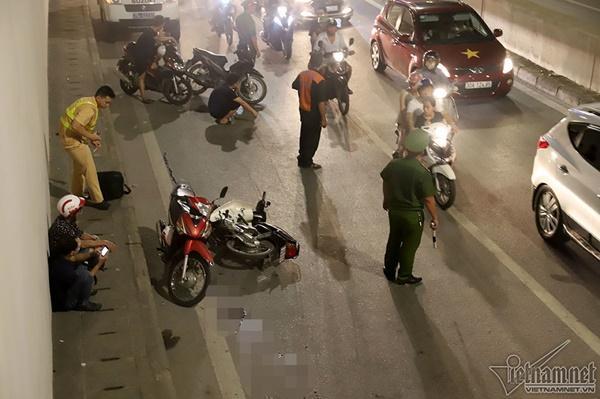 2 xe máy đâm nhau trong hầm Kim Liên, người đàn ông bị thương nặng-1