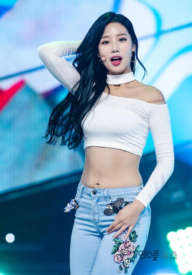 Nữ thần tượng 23 tuổi xứ Hàn nghiện mặc hở bạo dù liên tục bị chỉ trích-2