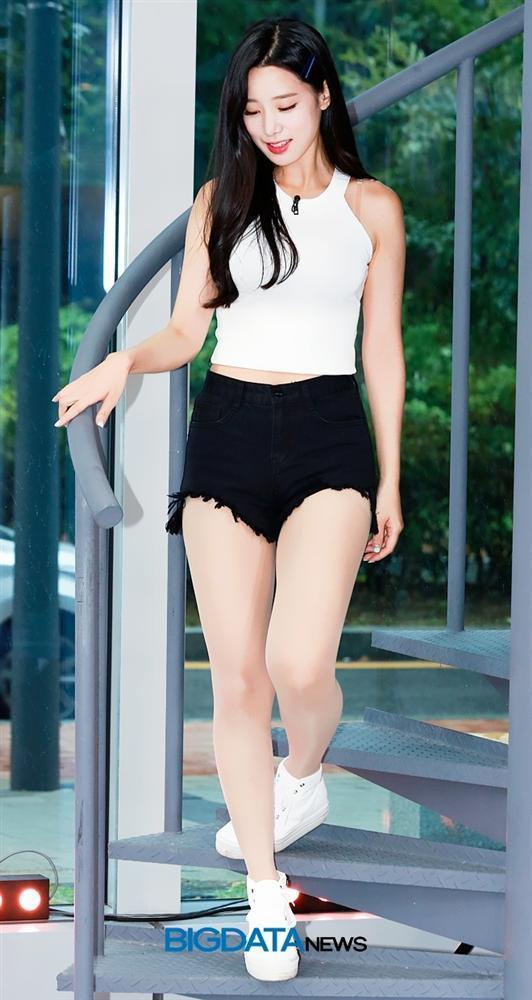 Nữ thần tượng 23 tuổi xứ Hàn nghiện mặc hở bạo dù liên tục bị chỉ trích-7