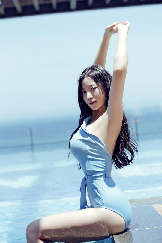 Nữ thần tượng 23 tuổi xứ Hàn nghiện mặc hở bạo dù liên tục bị chỉ trích-9